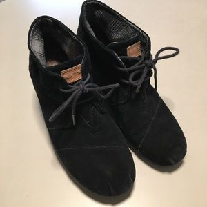 Toms Suede Wedge Booties Lace Up 9.5